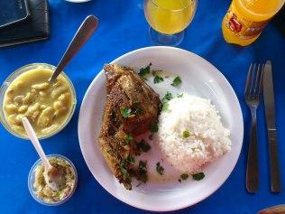 poulet grillé et riz, avec achard mangue verte