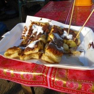 Nutella-Banana pancake, $0.50, Vang Vieng , Laos Trouver du nutella au Laos c'est comme entendre Madonna à Manaus.. Mondialisation…!!