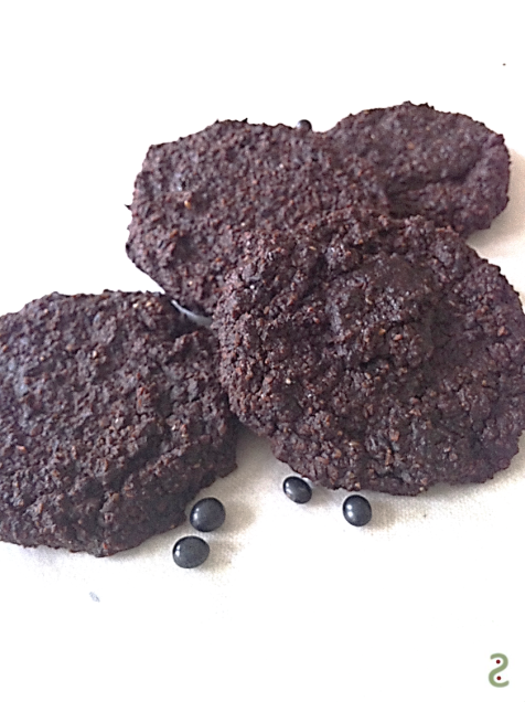 Chocolate cookie with sesame and black beans http://wp.me/p3iY4S-AR